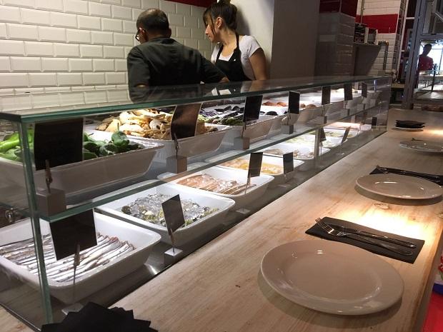 vitrinas-movilfrit-restaurante-casa-lola-via-laietana-barcelona-v2