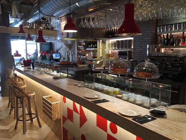 vitrinas-movilfrit-restaurante-casa-lola-via-laietana-barcelona-v9