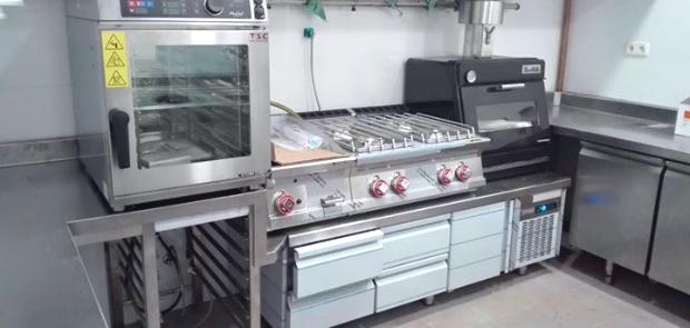 Los hornos brasa de movilfrit en las cocinas de los for Hornos para cocina