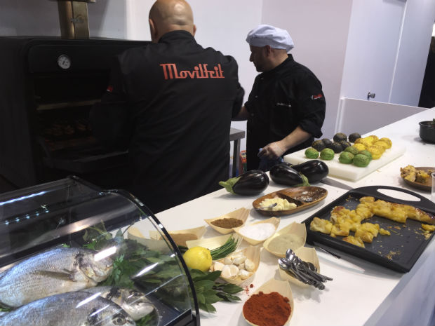 movilfrit-hostelco-dia2-showcooking-chefs-2