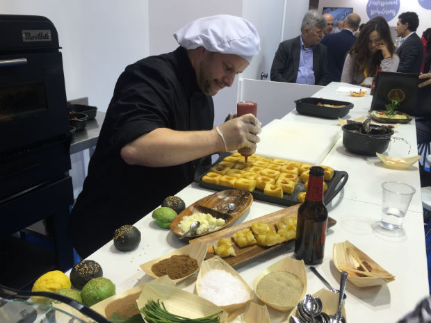 movilfrit-hostelco-dia2-showcooking-chefs